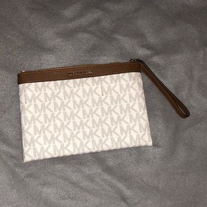 Michael Kors large billfold !! Gently new.. 💎